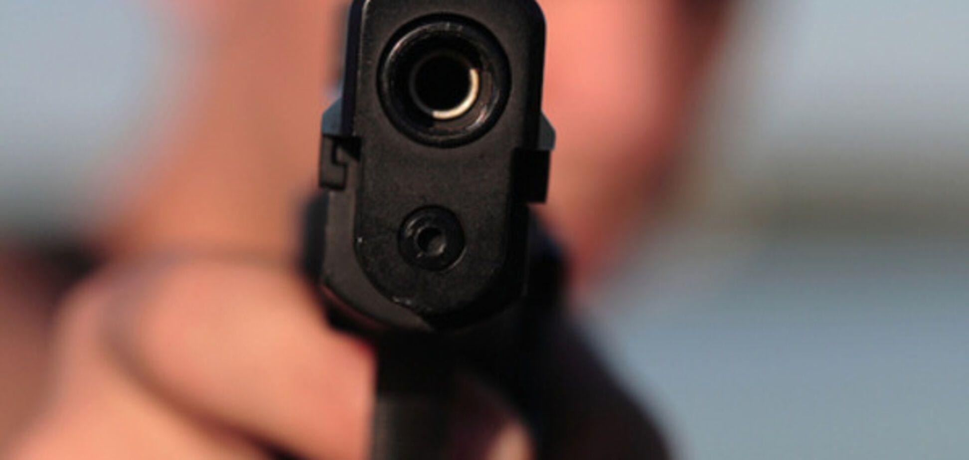 В запорожском супермаркете мужчина размахивал пистолетом (ФОТО)