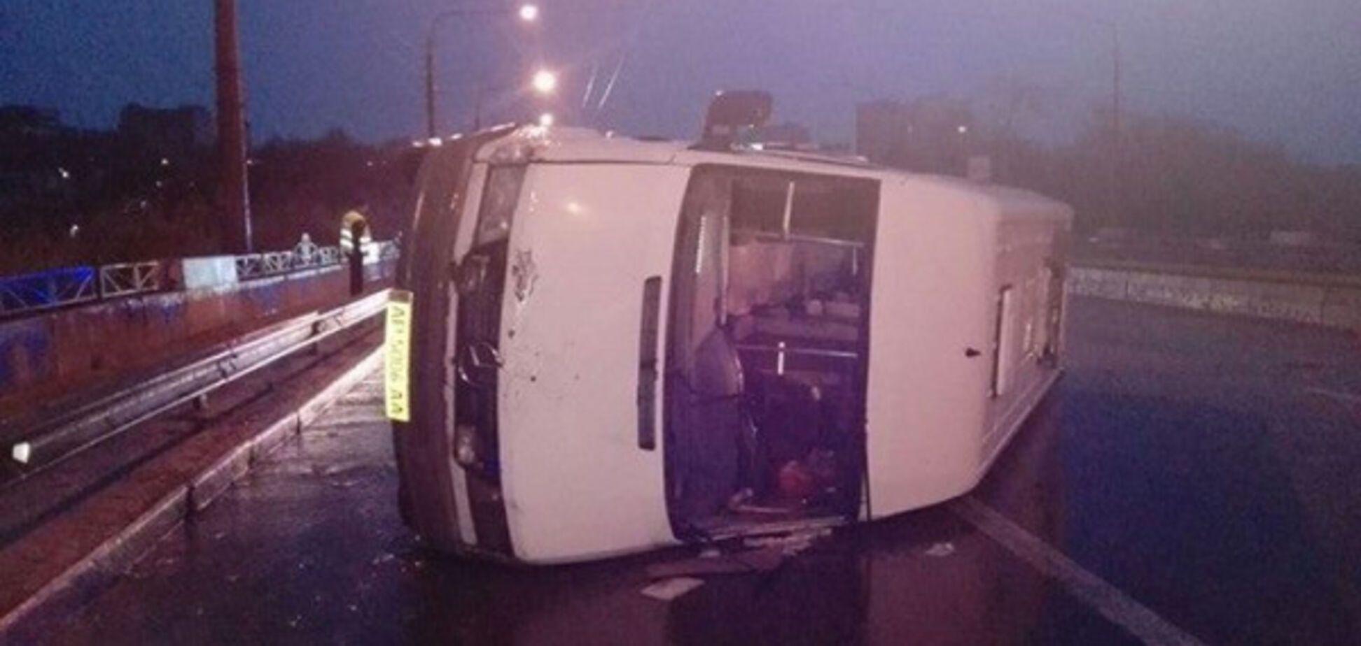 В центре Запорожья перевернулась маршрутка: восемь пострадавших (ФОТО)