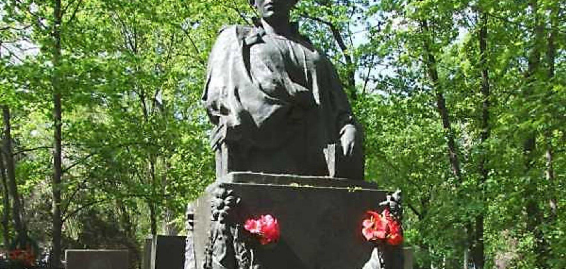 Могила Леси Украинки в Киеве