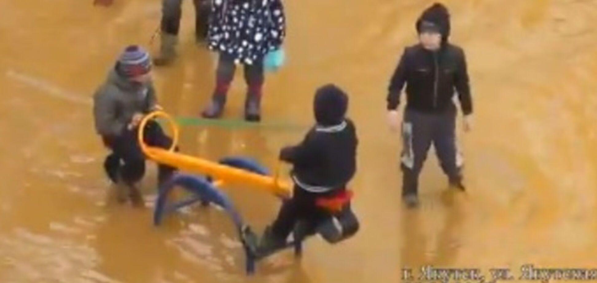 У РФ дитячий майданчик перетворився в аквапарк