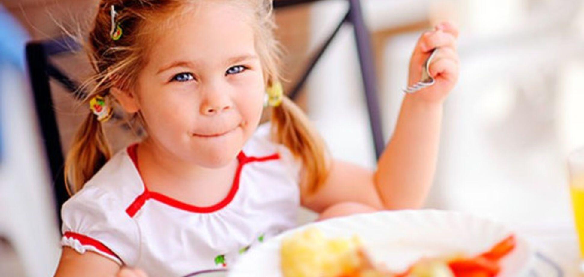 Неправильний сніданок: названі продукти, якими можна годувати дитину