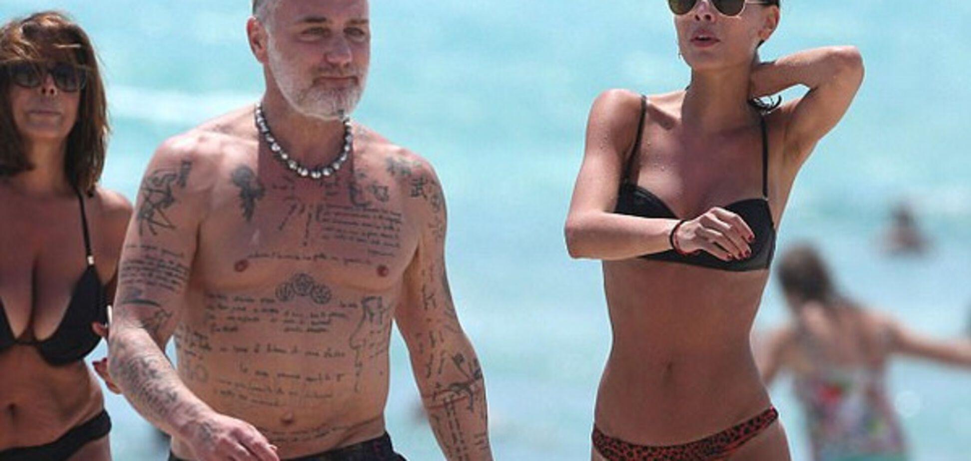 Знаменитый 'танцующий миллионер' зажег с моделями на пляже