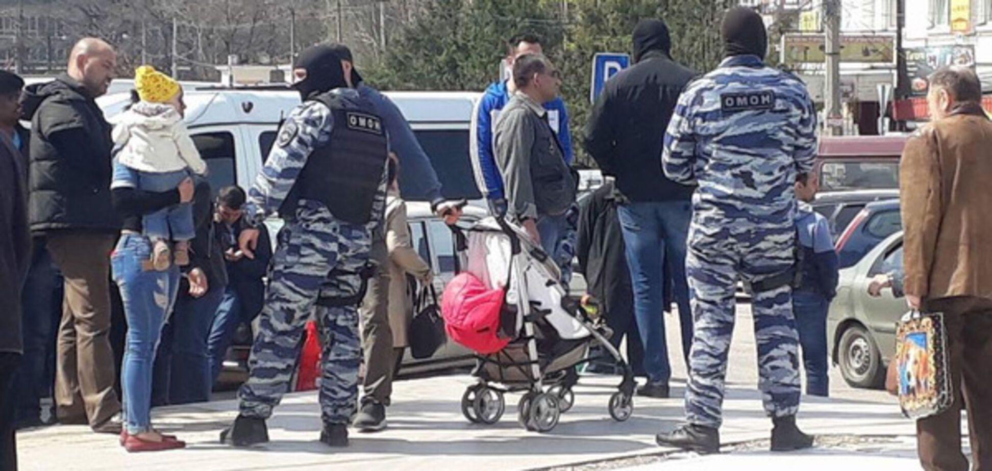 Оккупанты устроили облаву на рынке в Симферополе: 60 человек задержаны