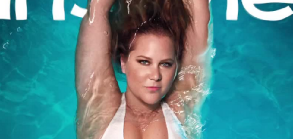 Пышнотелая голливудская актриса снялась для глянца в купальнике