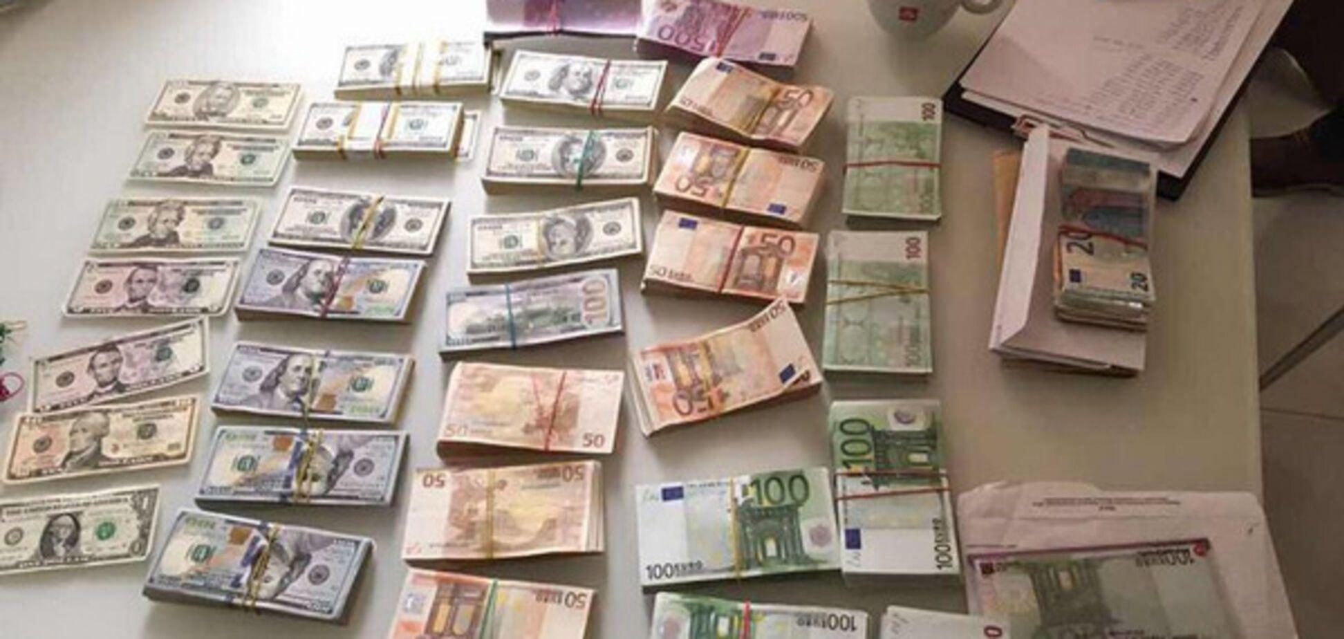 Под Киевом прошли обыски у высокопоставленных налоговиков: Луценко показал фото