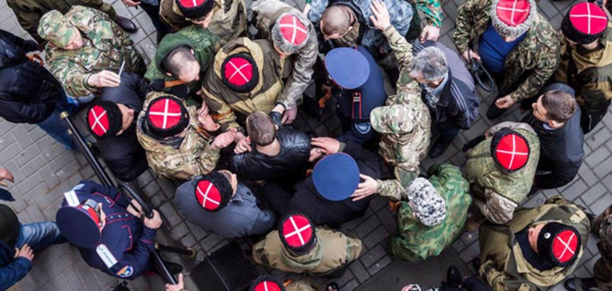 'Не допустити Майдану': у Ростові козачки 'пригощали' нагайками прихильників Навального