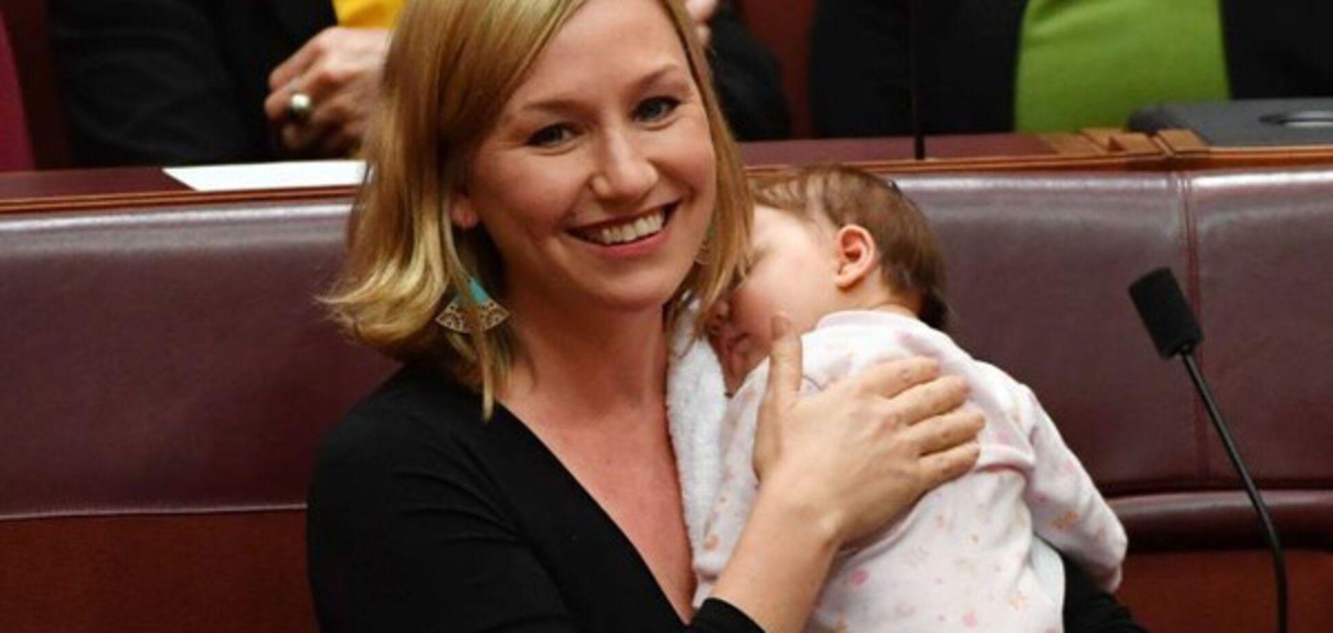 В парламенте Австралии сенатор покормила грудью младенца во время заседания: опубликованы фото
