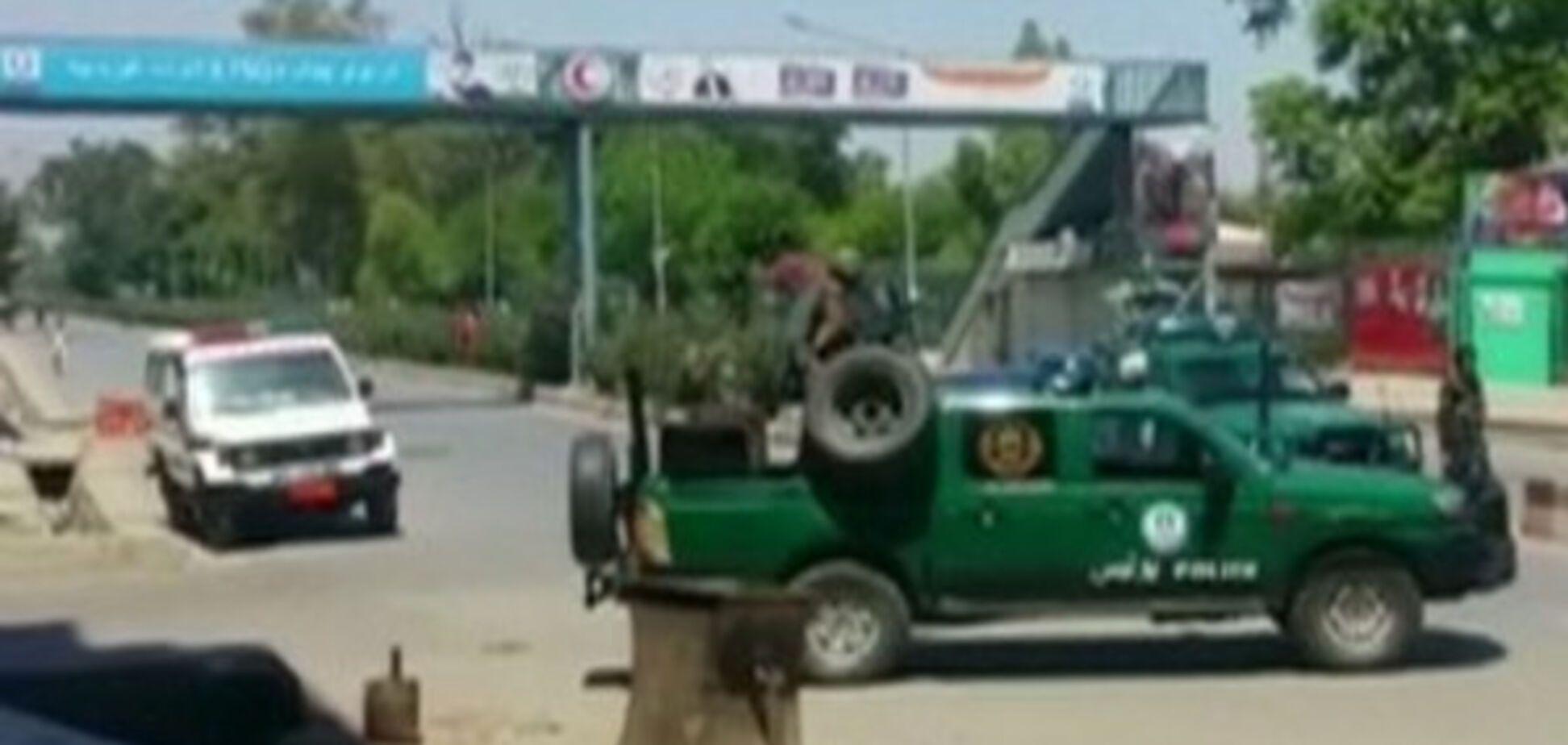 В Афганистане боевики напали на телекомпанию, есть раненые: появились фото