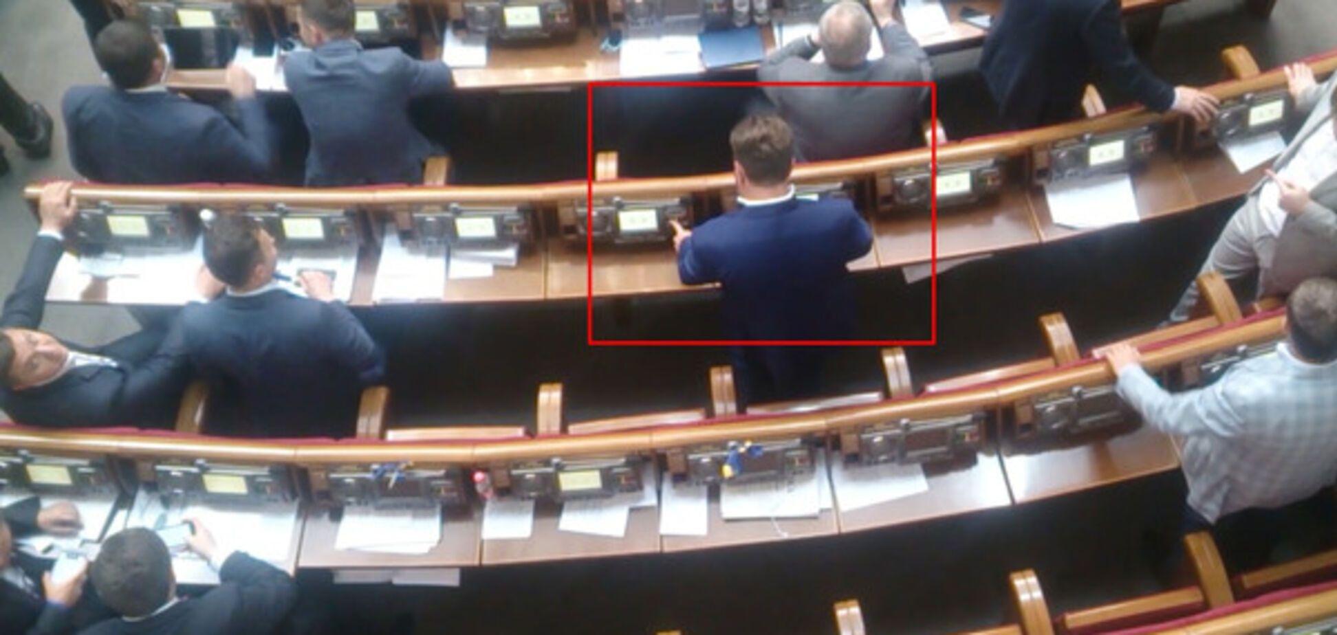 Антон Яценко кнопкодавит