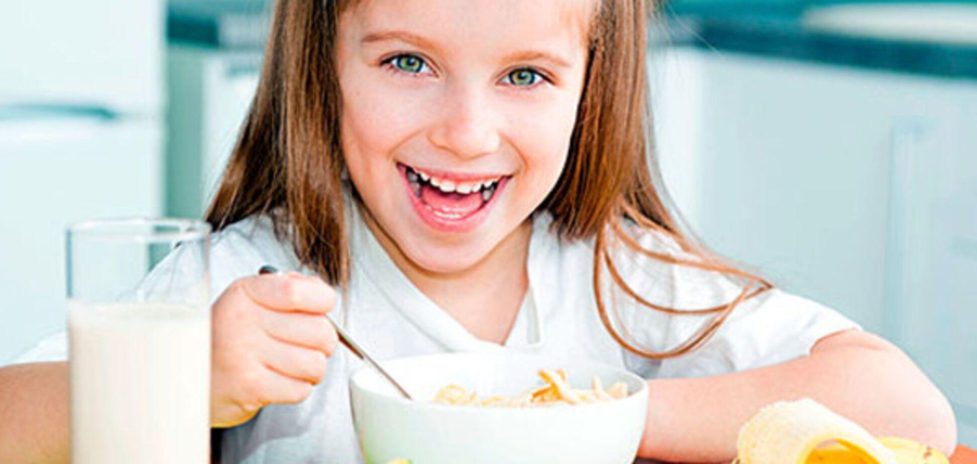 Бодрящий завтрак: чем покормить ребенка, чтобы он был полон энергии