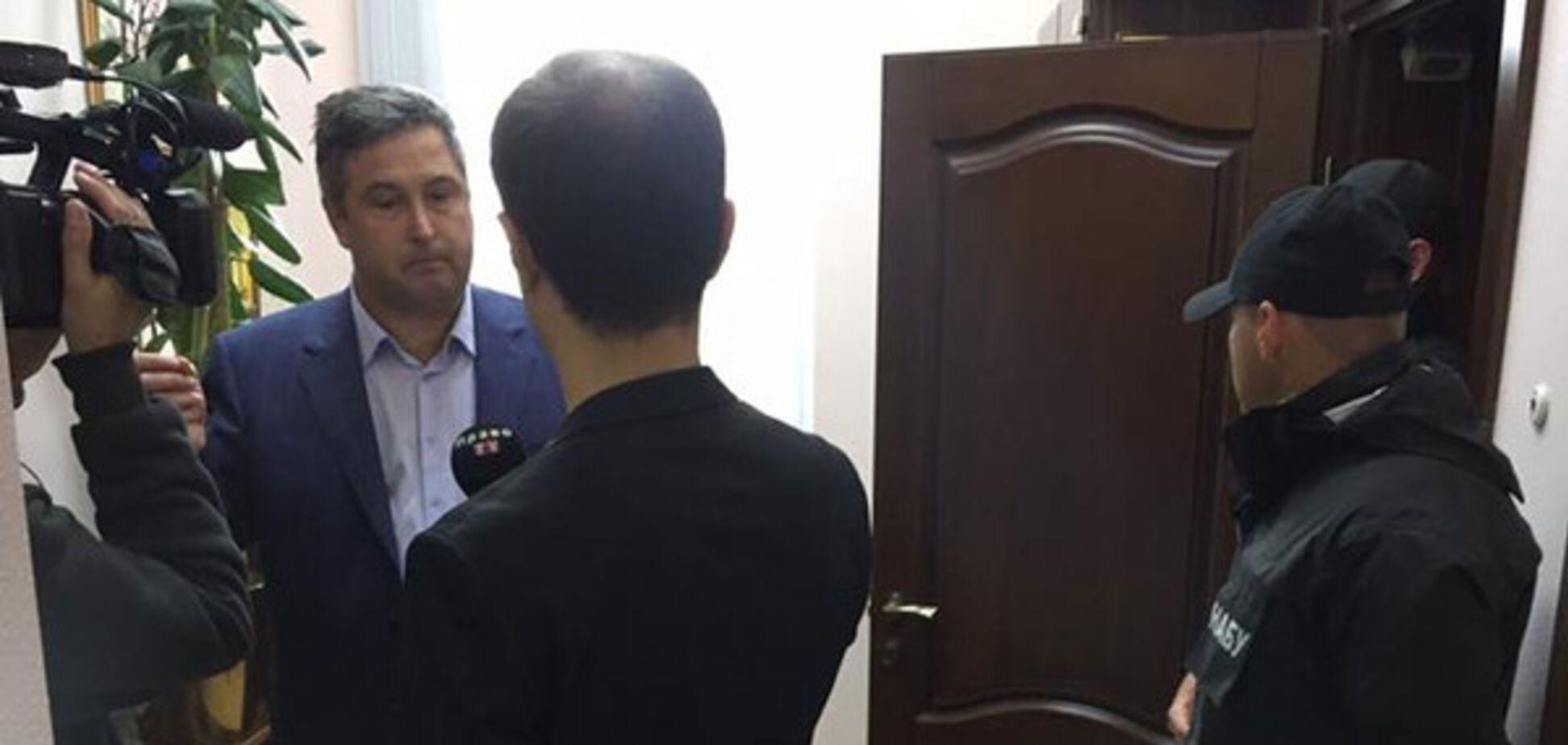 Детективы НАБУ нагрянули с обыском в киевский суд: появились фото и видео