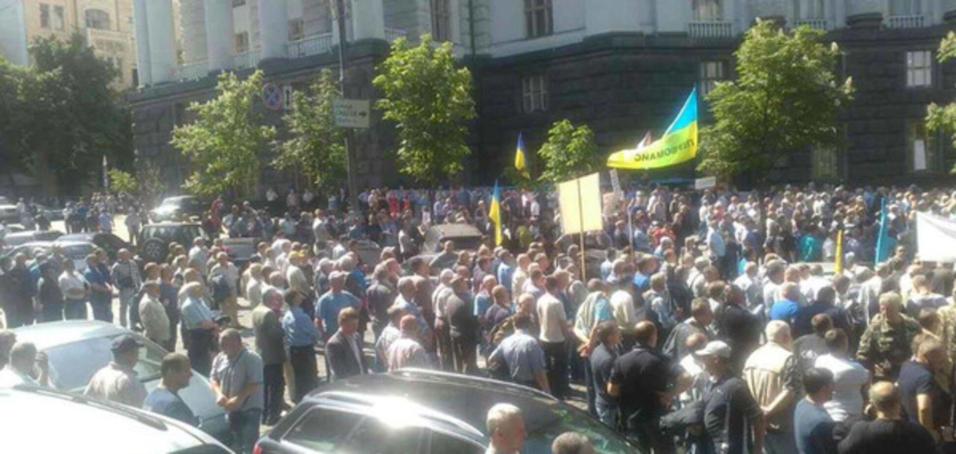 Вчера в Киеве состоялся митинг автомобилистов из Запорожья которые отказываются платить