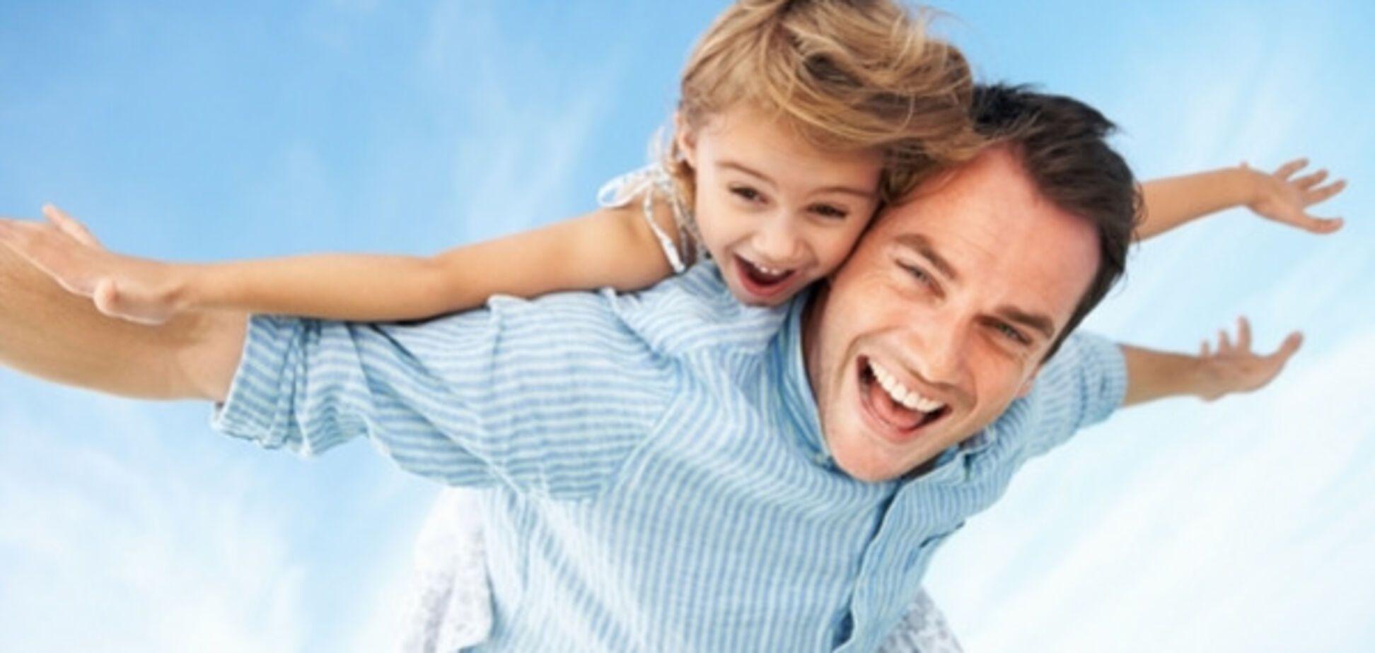 Ученые назвали отличия в отношениях отцов к дочерям и сыновьям
