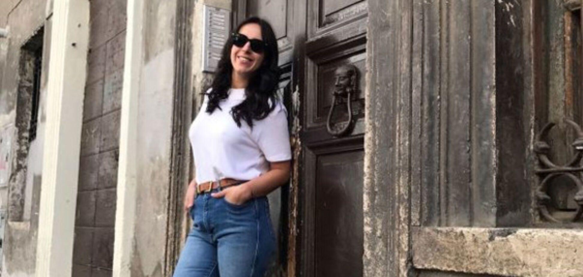 Джамала 'выгуляла' несколько модных джинсовых образов в Италии