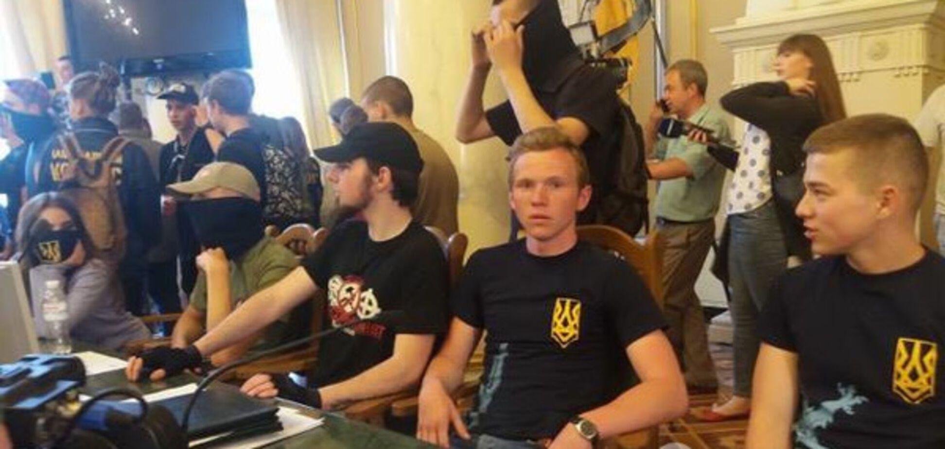 Захоплення Львівської облради: всі подробиці