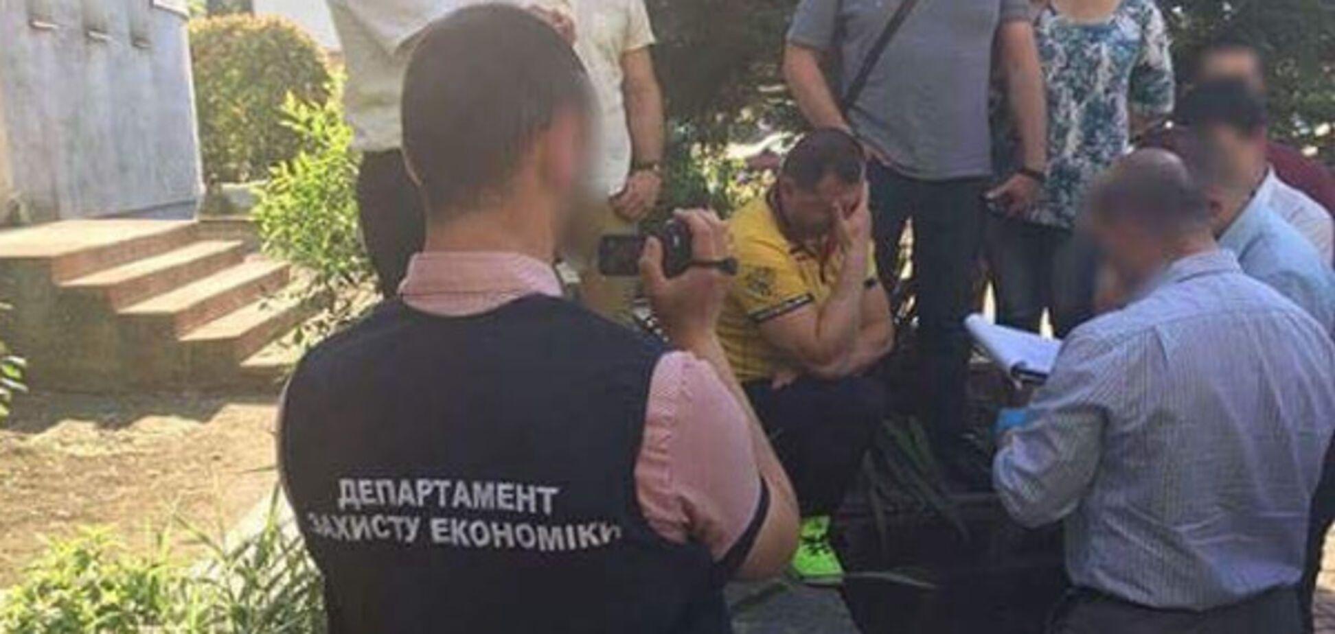 Мэр города на Закарпатье попался на взятке: появились фото