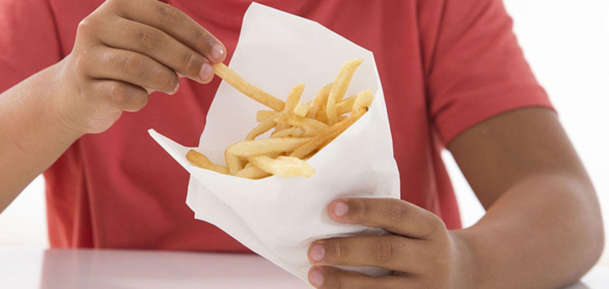 Ученые объяснили, почему вредная пища очень популярна среди детей