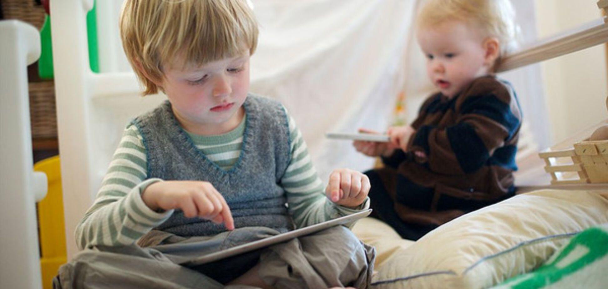 Вчені з'ясували, як планшет впливає на розвиток мовлення дитини