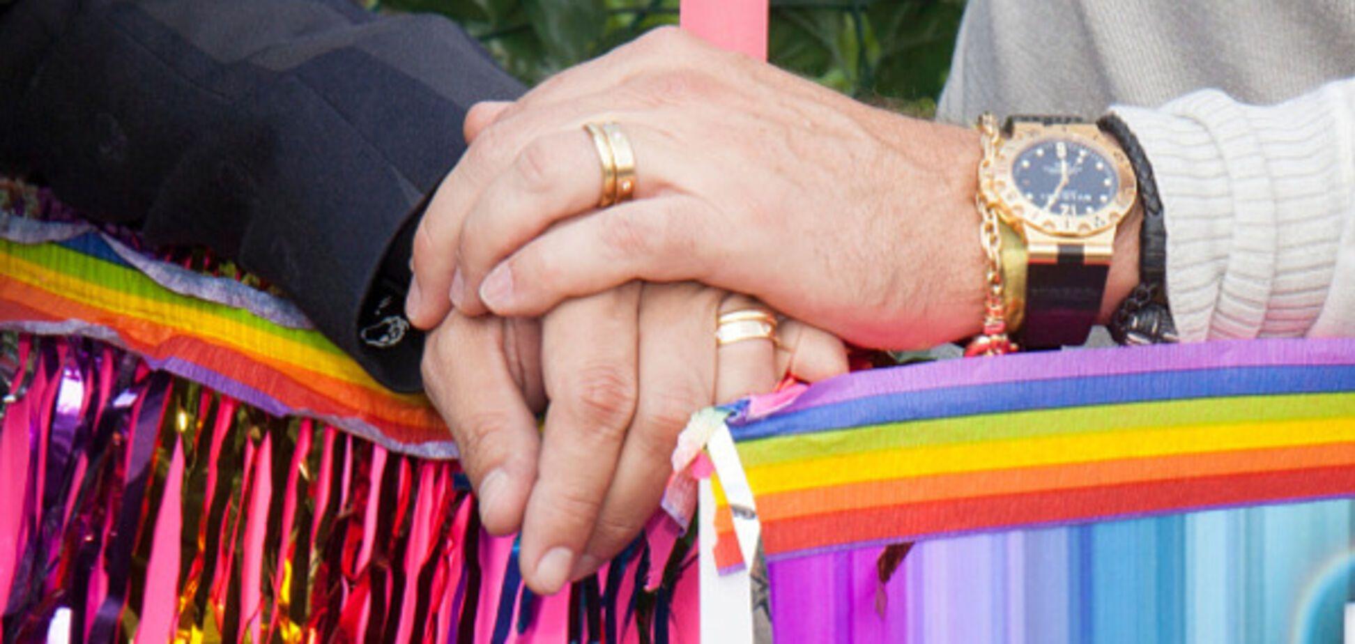 У Росії забавно проілюстрували перший шлюб трьох чоловіків