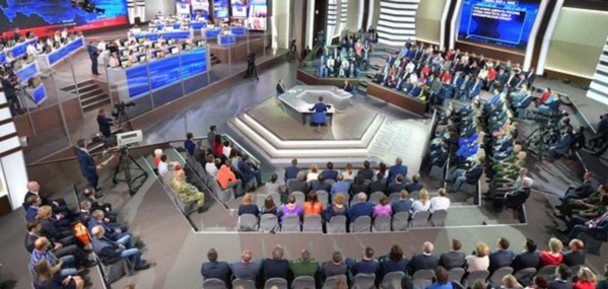'Гениальный и аморальный телепродукт': в России объяснили суть 'прямой линии' Путина