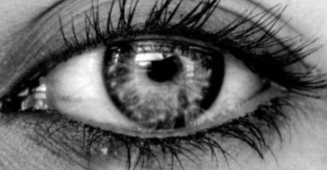 Слезится один глаз: причины и лечение у взрослых, детей, что делать при слезоточивости правого или левого глаза (капли, мази, народные средства)