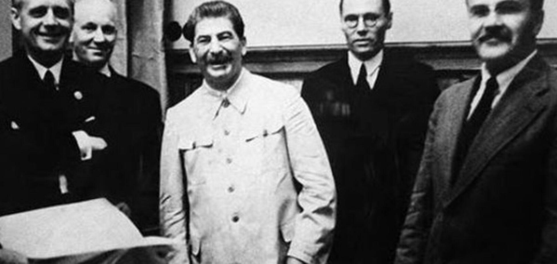 Риббентроп, Сталин, Молотов в Кремле 23 августа 1939 г.