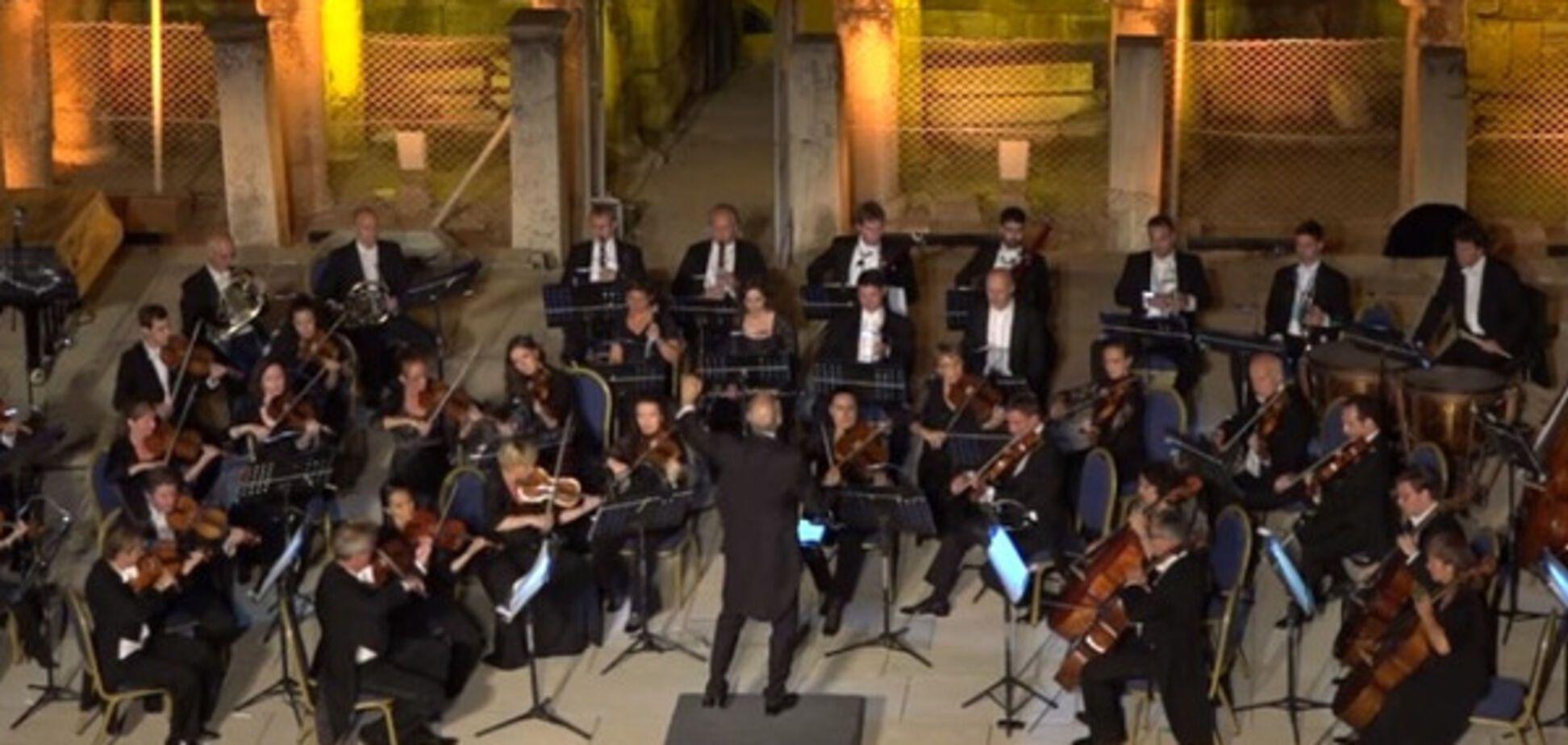 Раптовий гість на сцені ледь не зірвав концерт Віденського оркестру