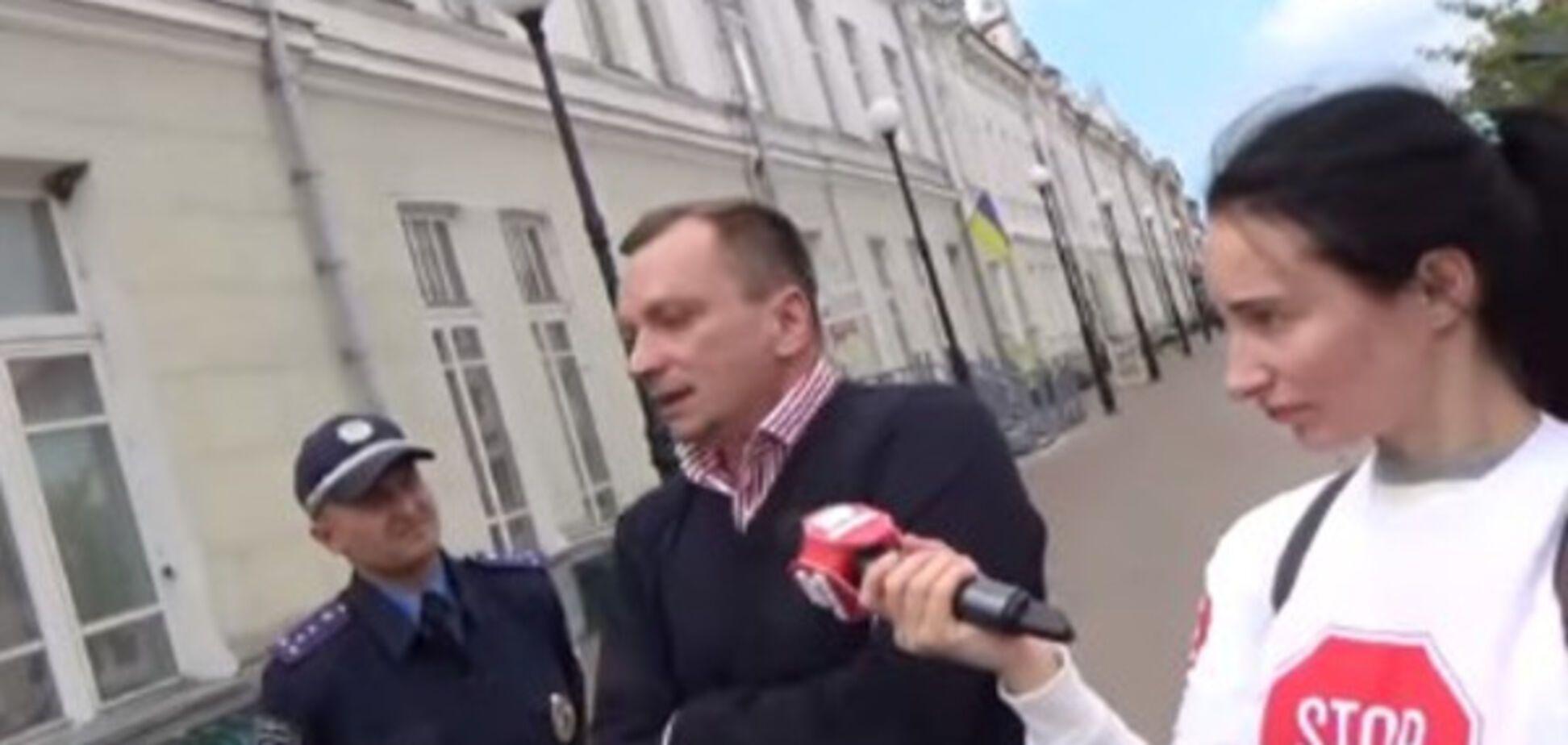 Советник Терещенко в центре Глухова набросился на активистов 'Стоп коррупции'