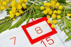8 березня календар