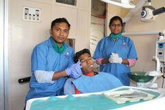 Юноше удалили самый длинный зуб в мире