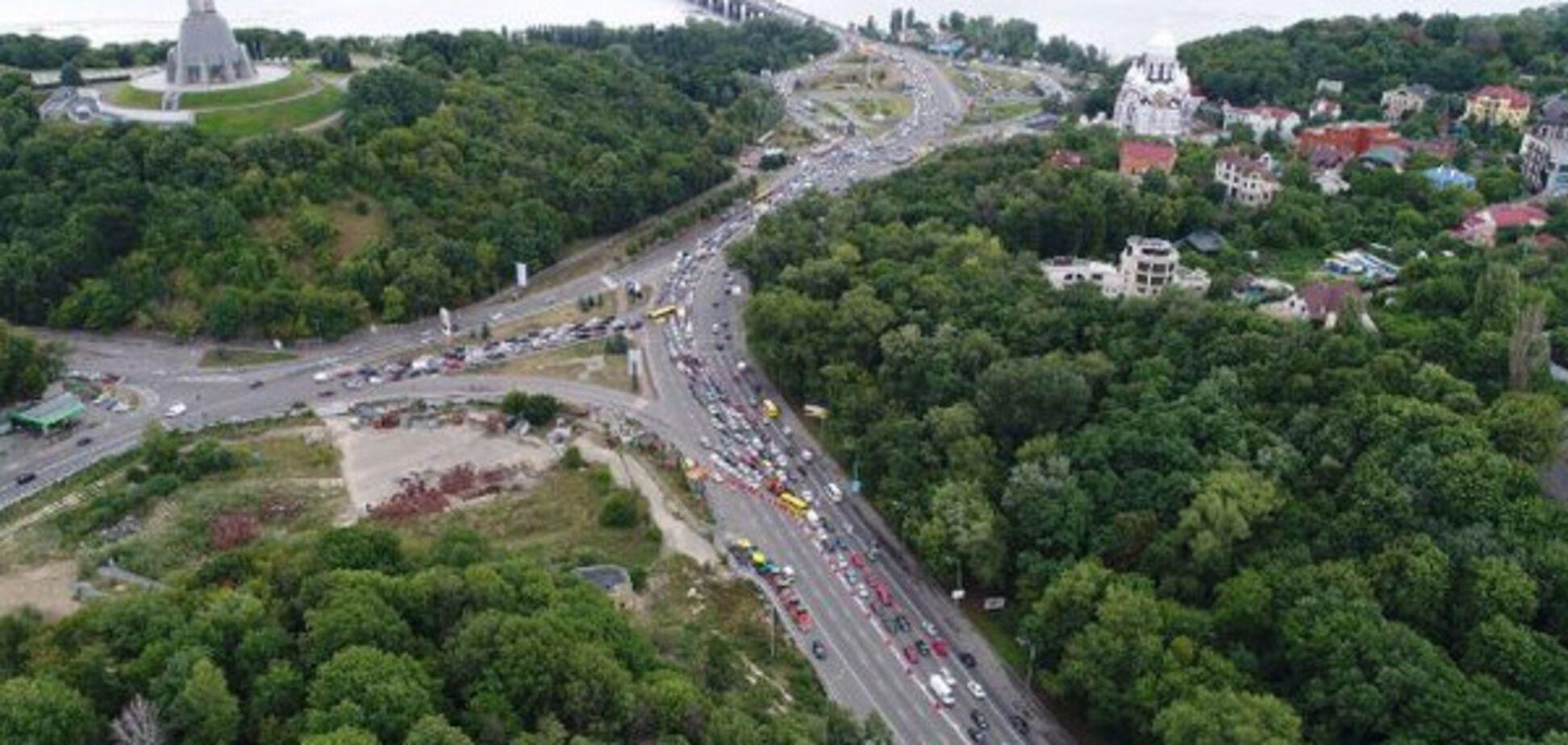 Бульвар Дружби народів у Києві