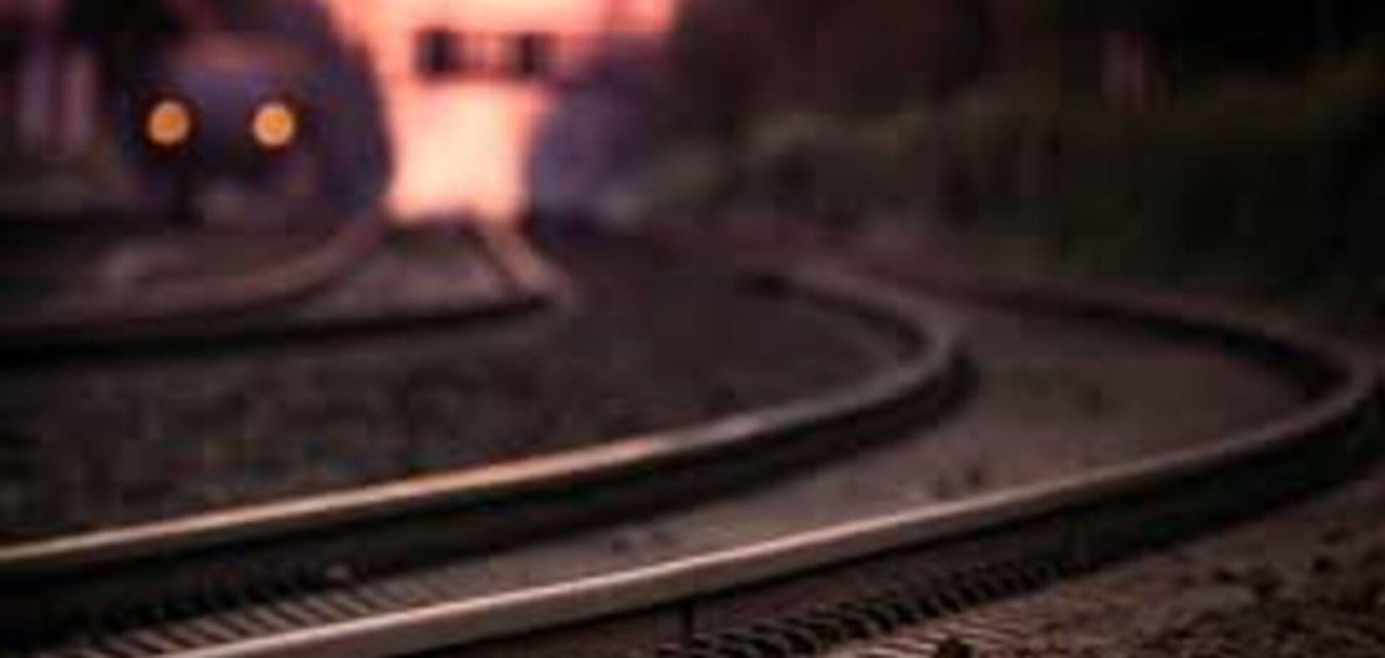 В Запорожской области парень прыгнул под движущийся поезд