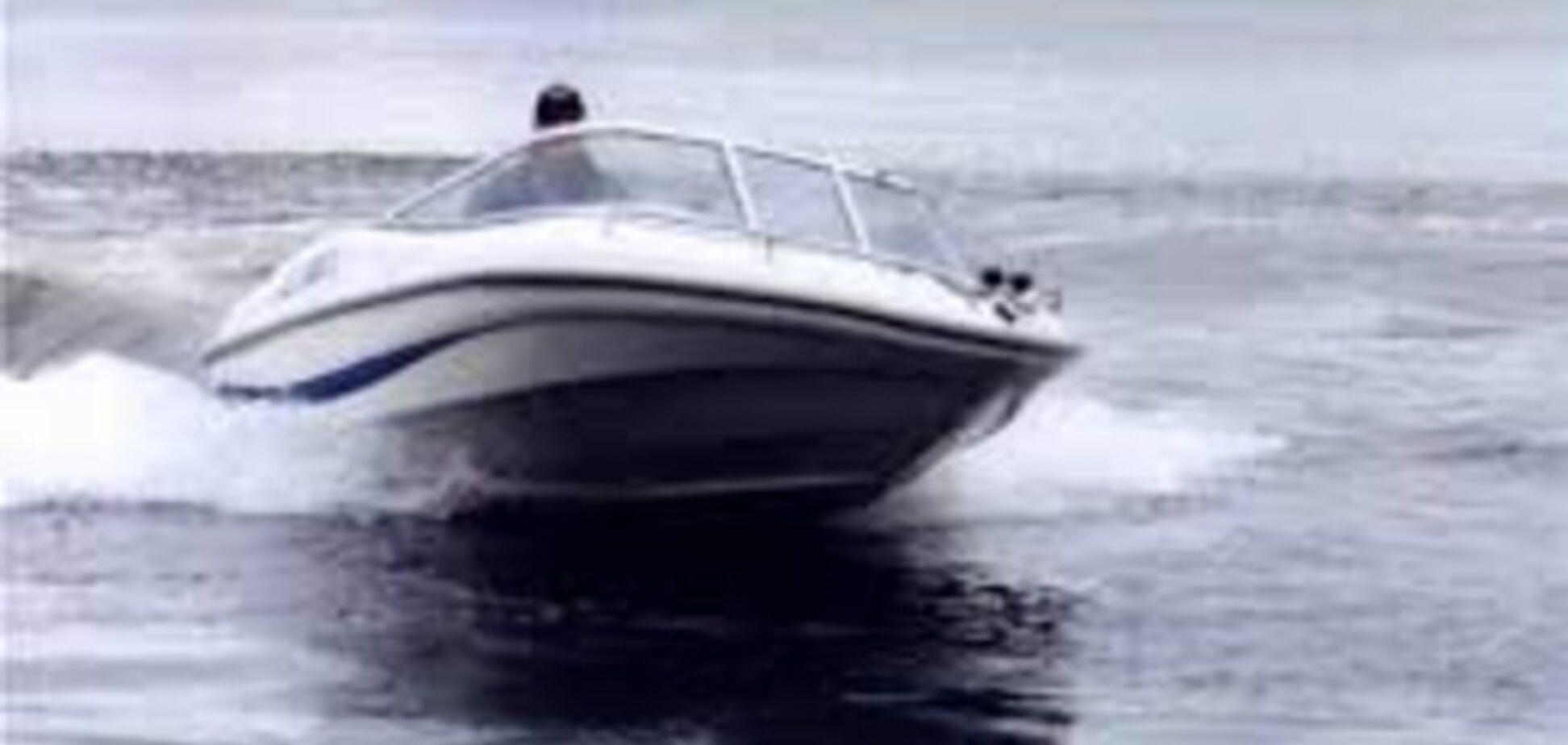 На пляже  Запорожья водитель моторной лодки едва не убил купающихся