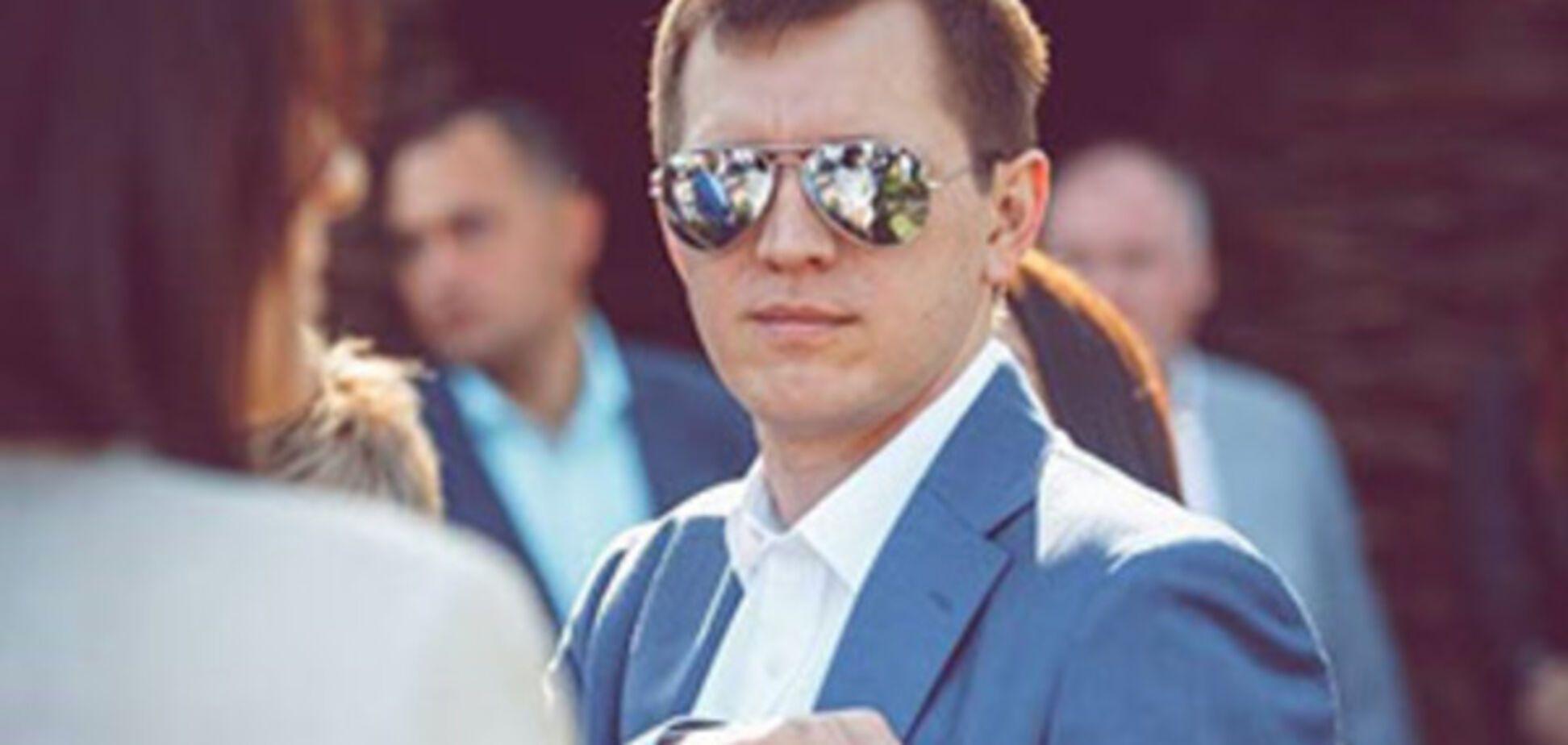 Насобирал с зарплаты? В сети показали элитное жилье и авто киевского прокурора