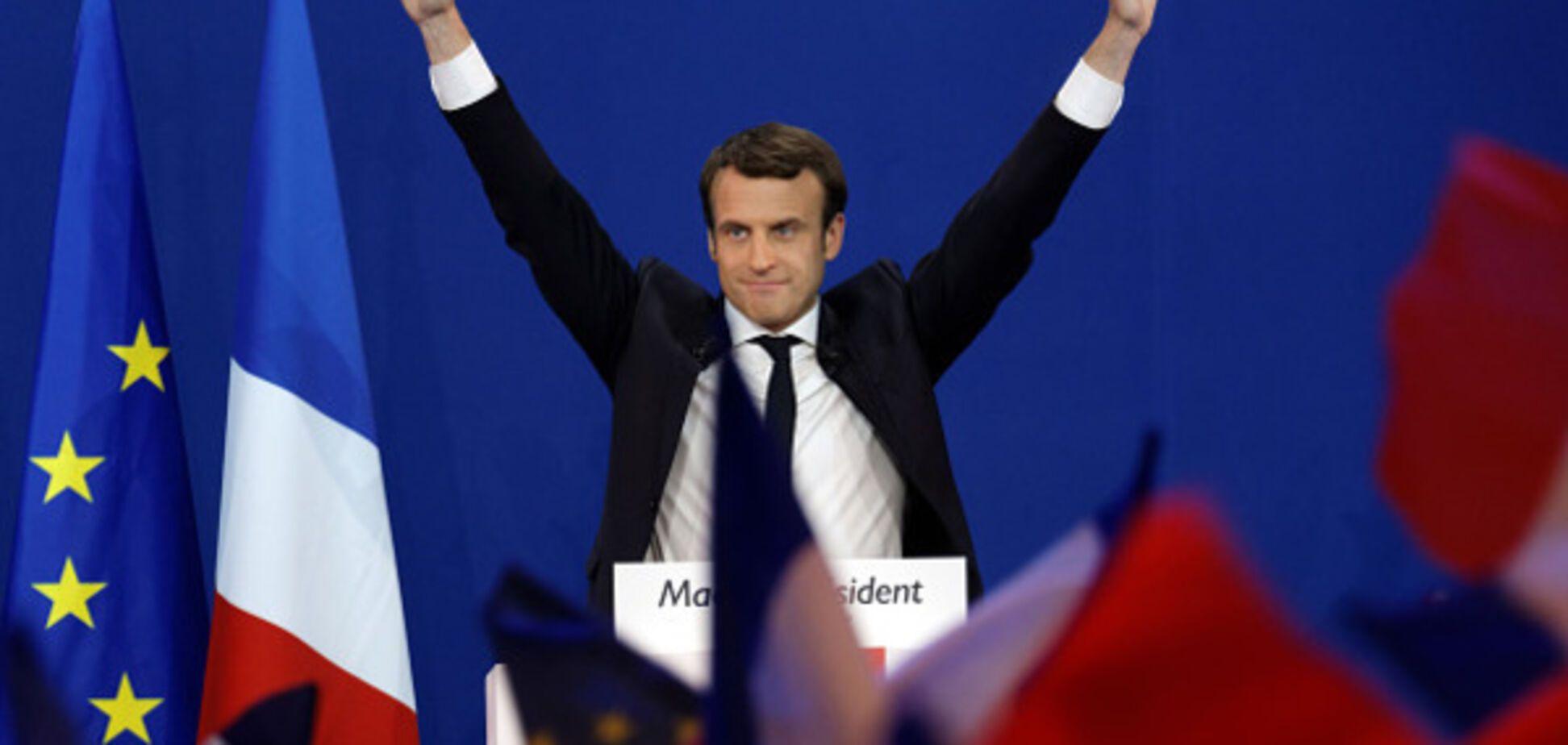 Скандал у Франції: у мережу потрапили тисячі листів штабу Макрона