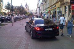 Авто на тротуаре