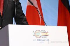 'Випадково затоптали Путіна': в мережі сміються над фото з G20