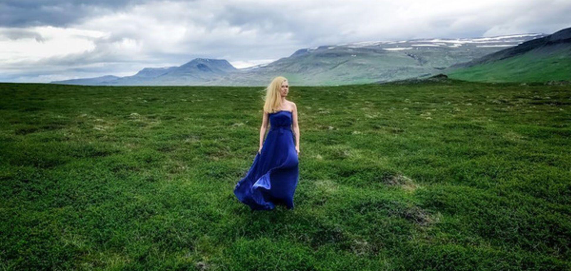 Ярослава Гресь, синее платье