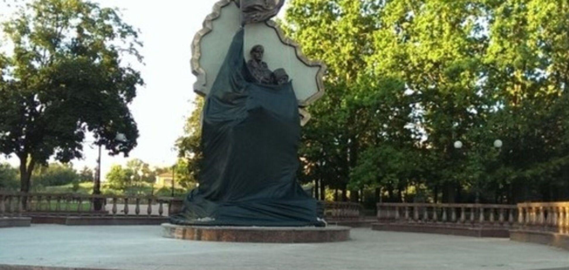 Подрыв памятника в Луганске