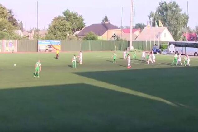 Украинский вратарь пропустил дико курьезный гол на первой минуте матча: видеофакт