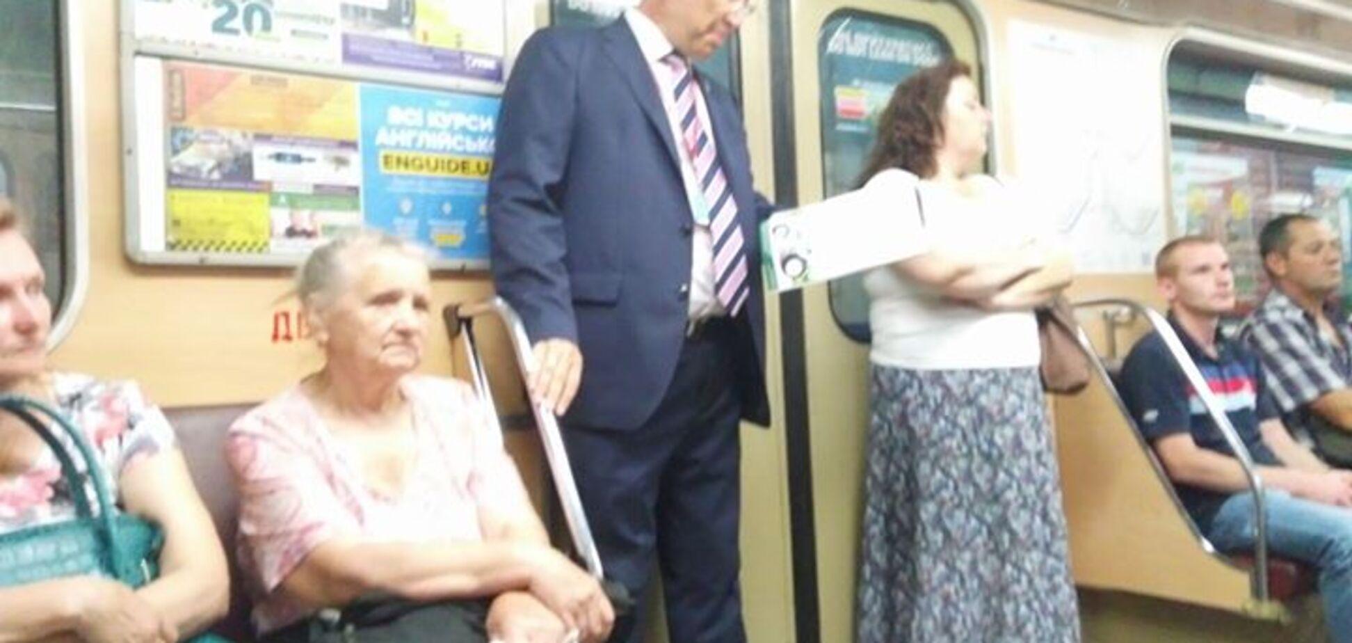 'Отважный человек': в Киеве в метро засекли известного дипломата