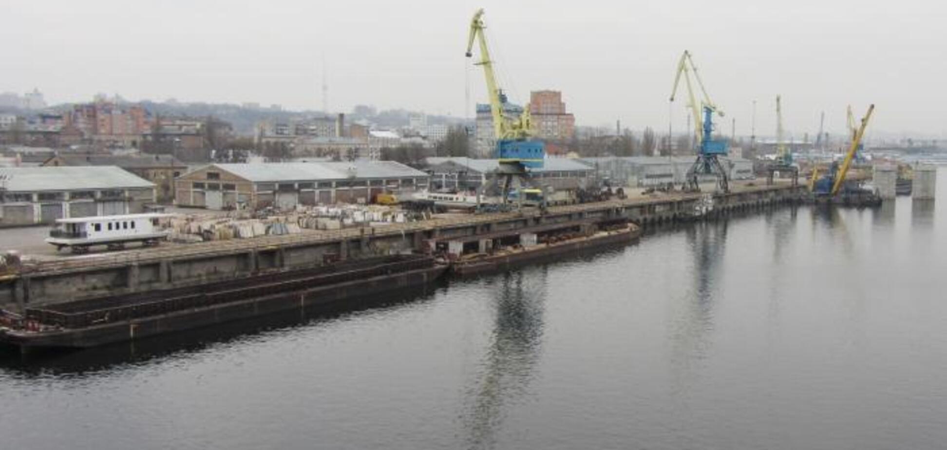 Митні служби в Київському річковому порту перейшли на цілодобовий режим роботи