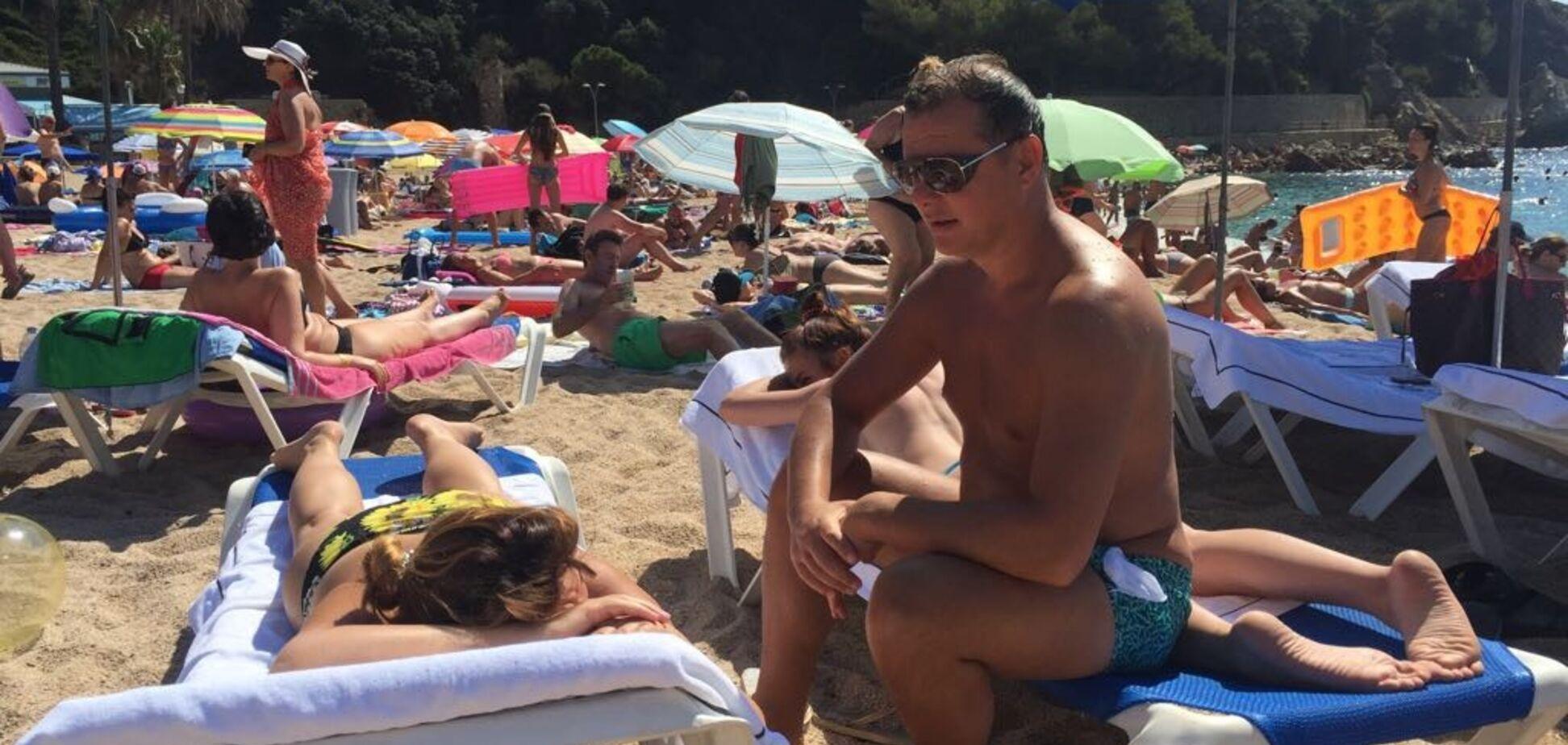 Ляшко с семьей заметили на пляже в Испании: появились фото отдыха