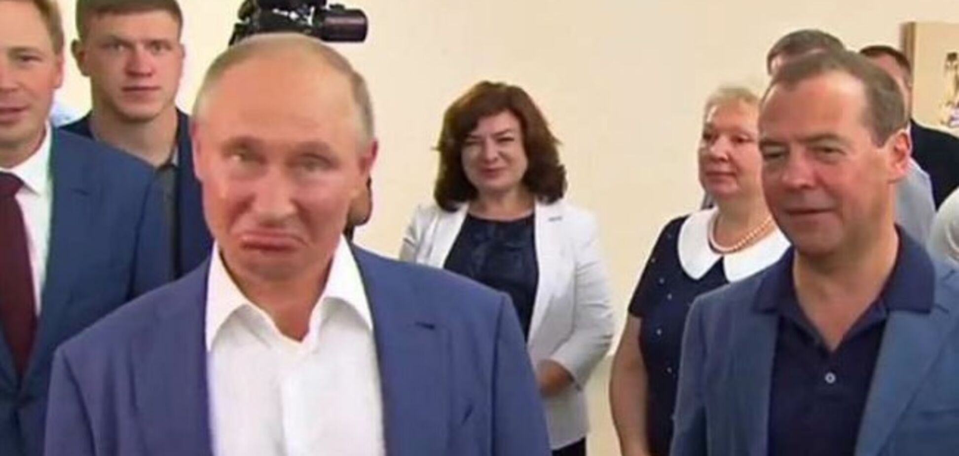 'Так вони ж сині!' Лиця Путіна і Медведєва в Криму здивували мережу