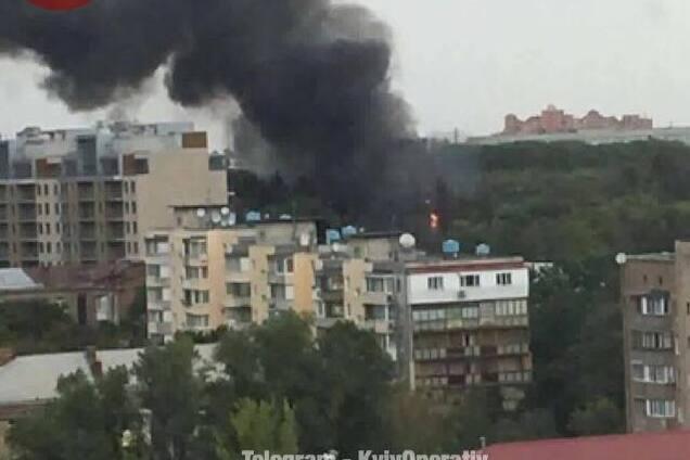 c6e66e47ea9979 В Киеве возник серьезный пожар в районе Киевского политехнического  института. Об этом на своей странице в Facebook сообщает Киев оперативный.