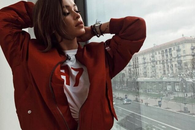 Украинская певица примерила к праздникам уникальную старинную вышиванку