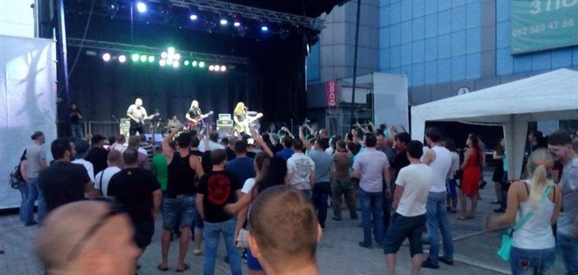 'Культуру не пропьешь': в захваченном Донецке феерически выступили рокеры из России