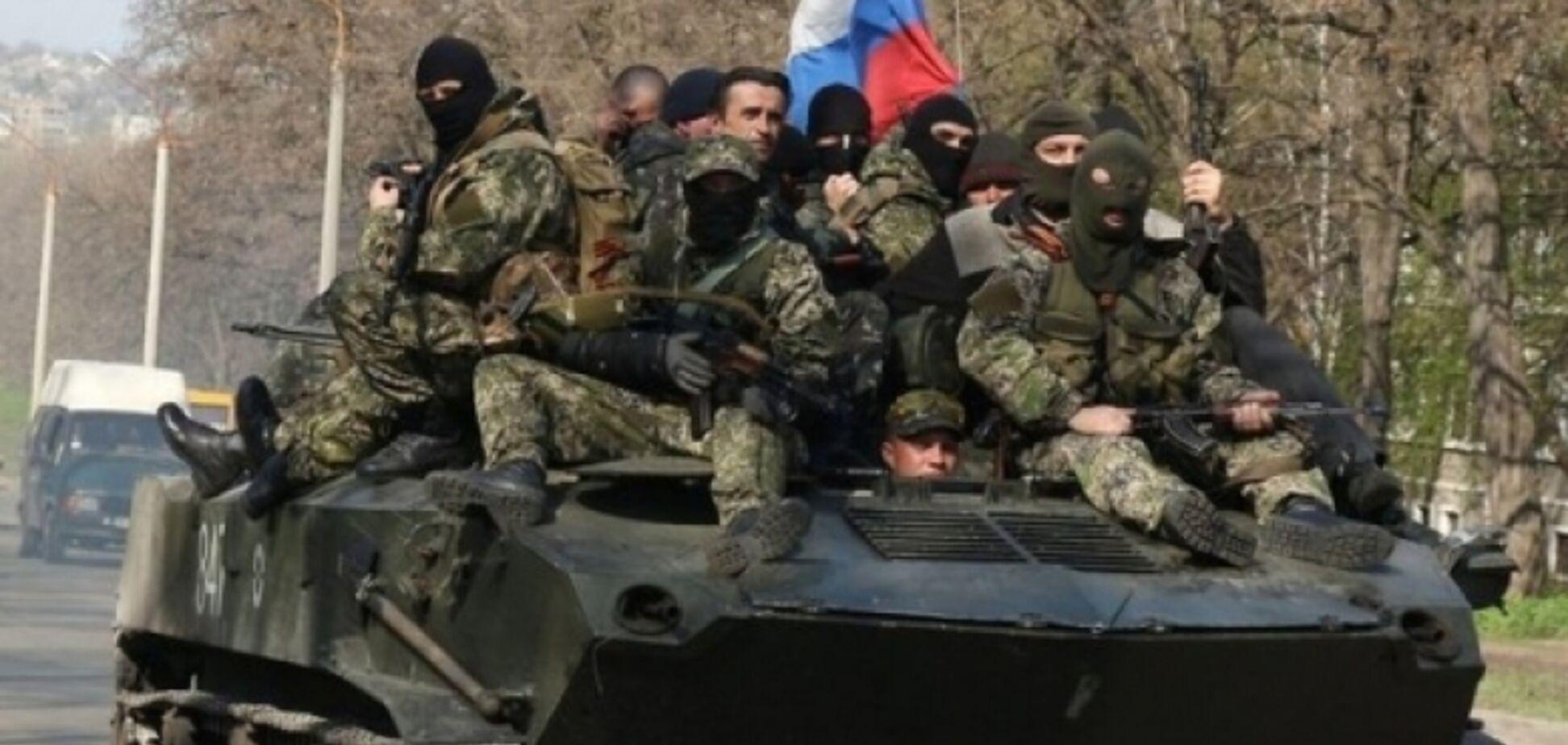 Багато військової техніки: знайдена велика база російських окупантів в Луганську