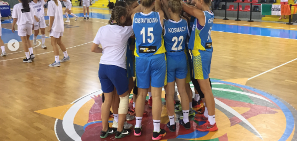 Юные украинки в роскошном стиле вышли в полуфинал Евробаскета-2017