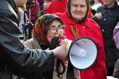 Россияне устроили давку в очереди за бесплатной манной кашей. Опубликовано видео